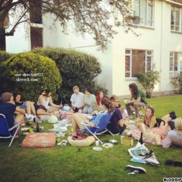 le 20/08/20 les boys quittan au BBC Radio 1 ce matin