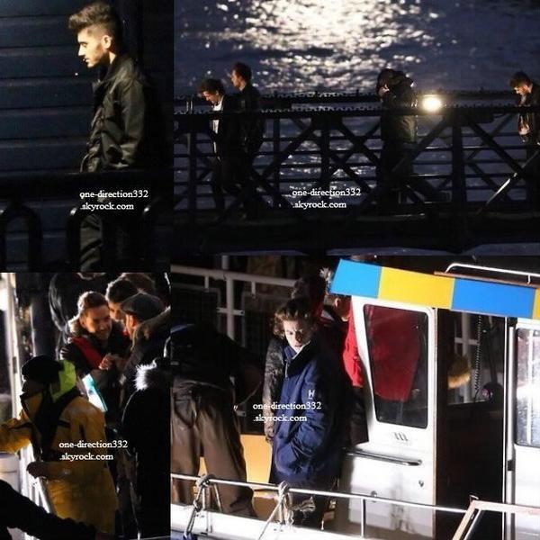 le 21 decembre 2013 - les boys fait une nouvelle vidéo à bord d'un bateau de la police sur la Tamise à Londres