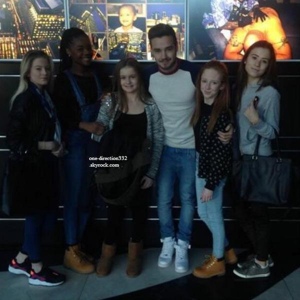 le 3 janvier 2014 - Harry avec Kendall & des amis à Mammoth