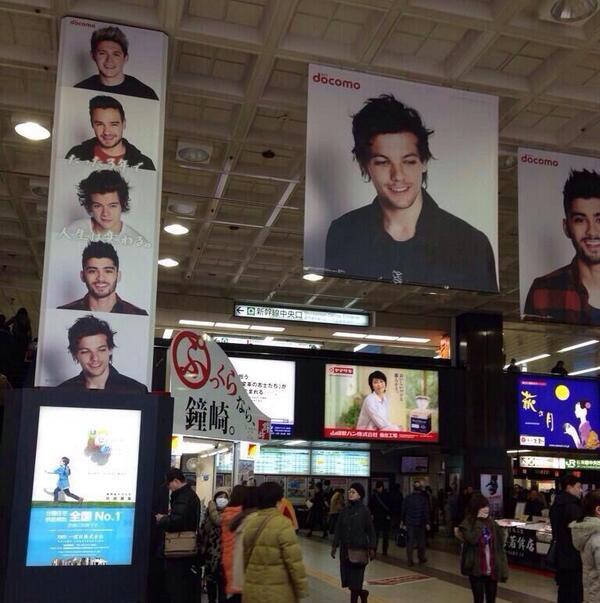 le  o3 février 2o14 | Le photoshoot des garçons pour Docomo se trouve dans des gares au Japon.