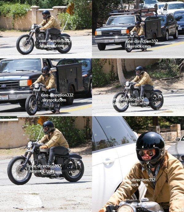 le 22 avril 2o14 .|. Liam a pris des photos avec des fans.