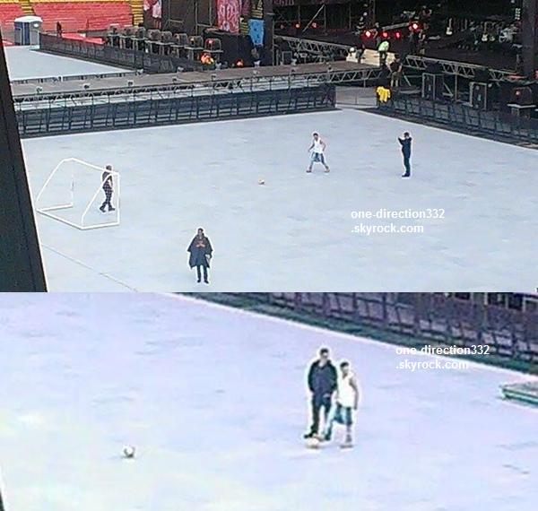 le 24 avril 2014 - les boys entrain de répéter dans le Stade de Bogota