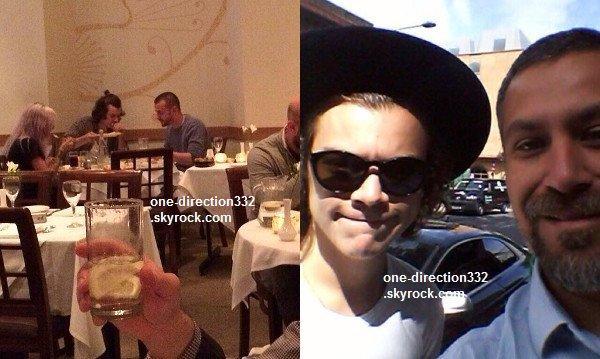 le 26 juin 2o14 .|. Harry a pris une photo avec un fan et il a diné au restaurant avec Lou.