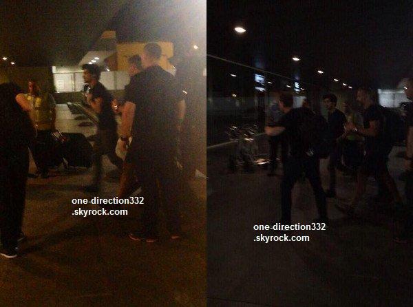 le o8 juillet 2o14 .|. Zayn à l'aéroport.