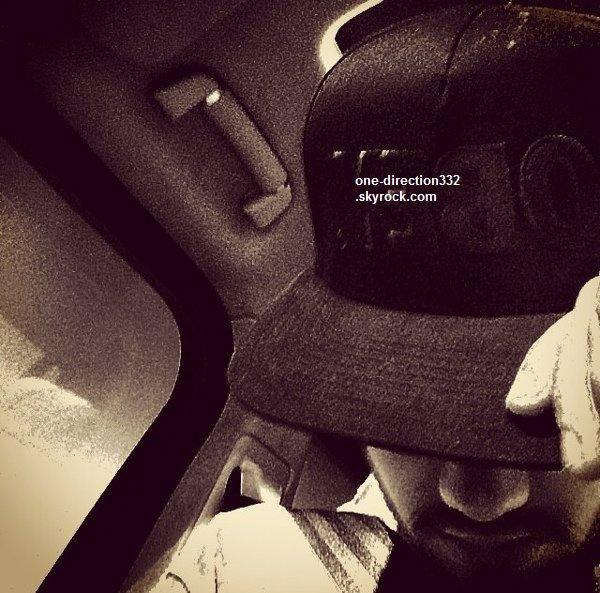 le 16 juillet 2o14 .|. En rentrant du studio, Liam a posté une nouvelle photo.