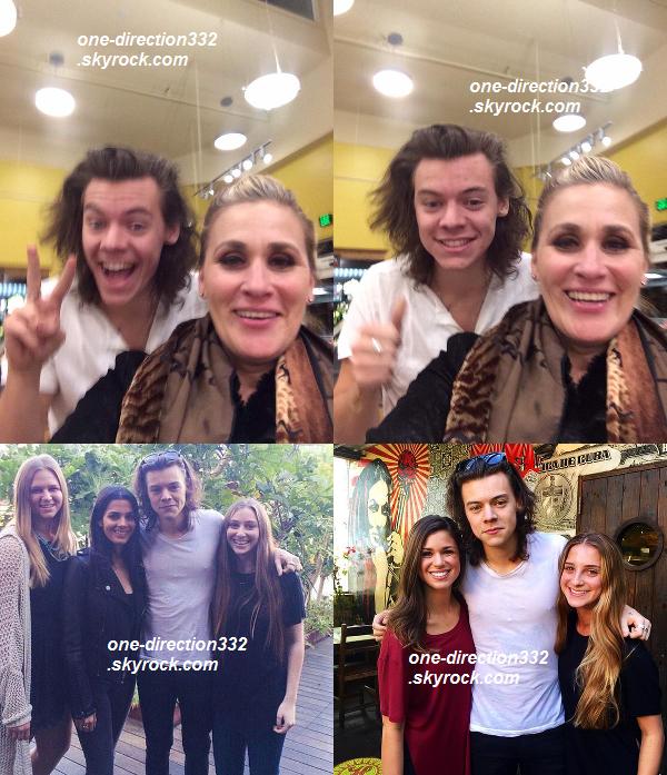 le 7 janvier 2015 -  Harry a pris des photos avec la maman d'une fan alors qu'il se trouvait dans une épicerie. Il s'est ensuite rendu, dans la journée, au Café Habana à Malibu où il a diné en compagnie de Nadine Leopold.