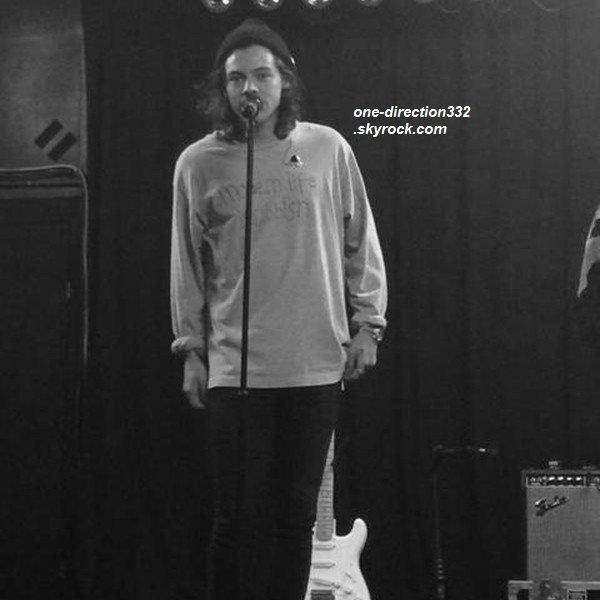 le 19 janvier 2015 - Niall a été repéré dans un café de South Yarra.