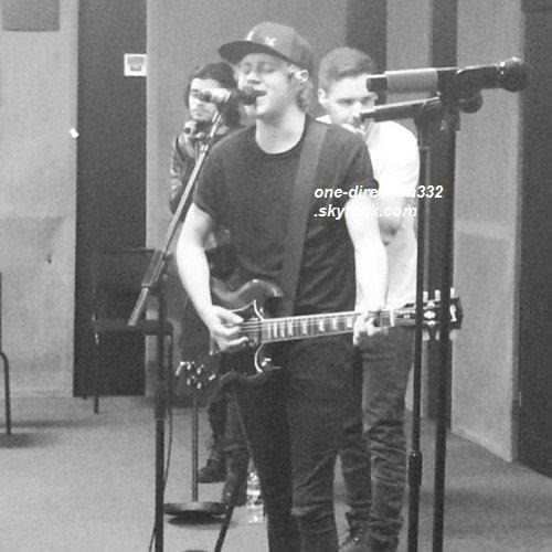 Une nouvelle photo des répétitions a été publiée sur le compte du groupe.