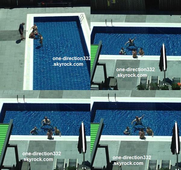 le 8 février 2015 - Harry avec Lou & Des, son papa à la piscine de l'hôtel à Sydney
