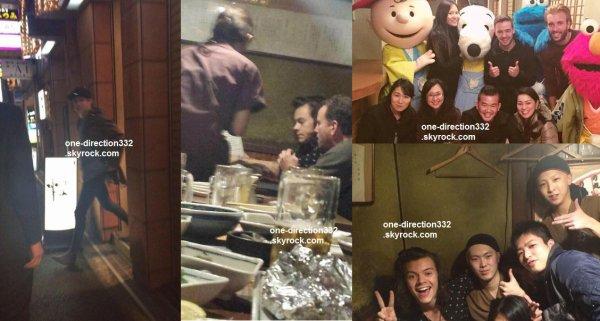 le 23 février 2015 - harry liam et niall avec des fan au restaurant à Osaka au japon