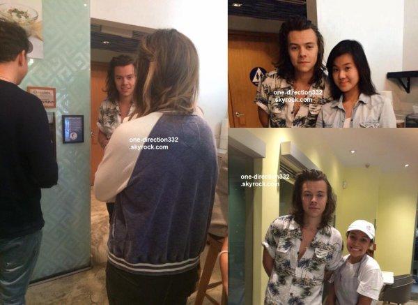 le 1 mai 2015 - Harry avec des fans à Los Angeles