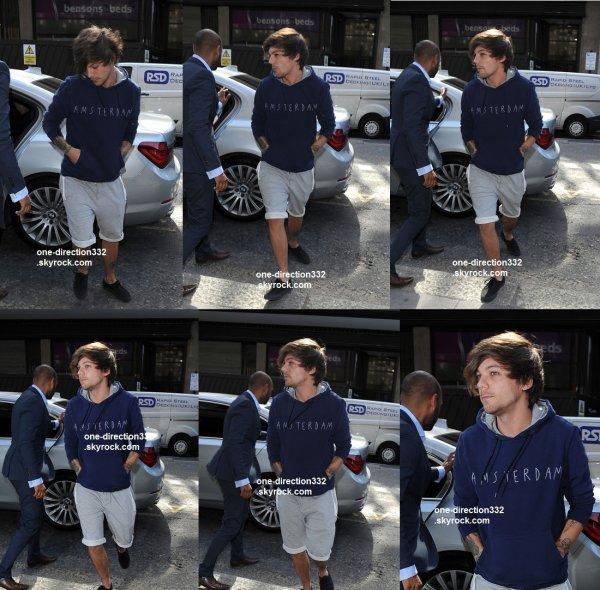 le 11 juin 2015 - Louis dans les bureaux de Sony Music à Londres