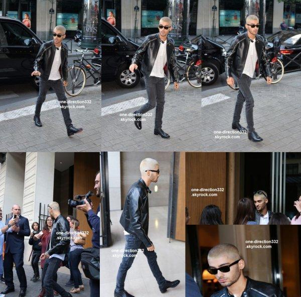 le 24 juin 2015 - Zayn au Valentino Printemps / Été 2016 UOMO Paris Fashion Show