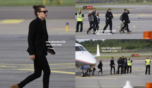 le 27 juin 2015 - harry a été vu arriver a finland