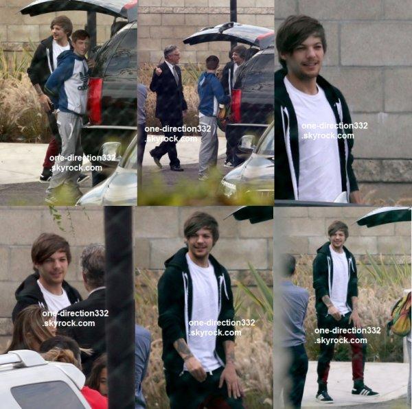 le 19 juillet 2015 - Louis arrivant à l'aéroport de LAX