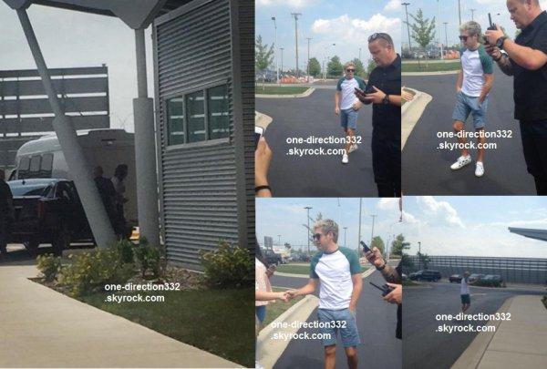 le 28 juillet 2015 - harry et niall à l'aéroport de chicago
