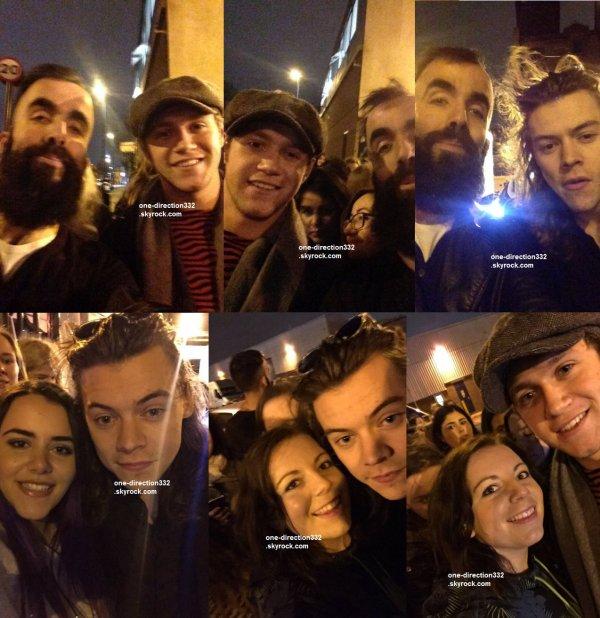 le 9 novembre 2015 - harry et niall avec des fan à londres