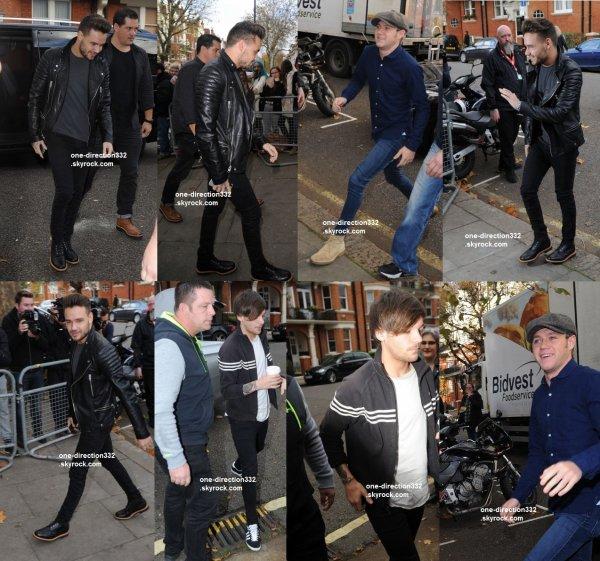 le 12 novembre 2015 - les boys arriver à BBC Radio 1 Studios à londres