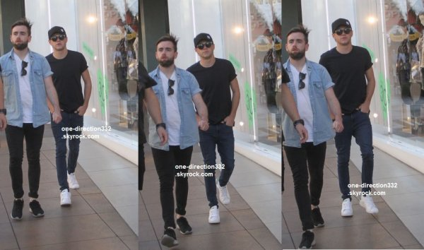 le 18 novembre 2015 - Niall shopping à Hollywood
