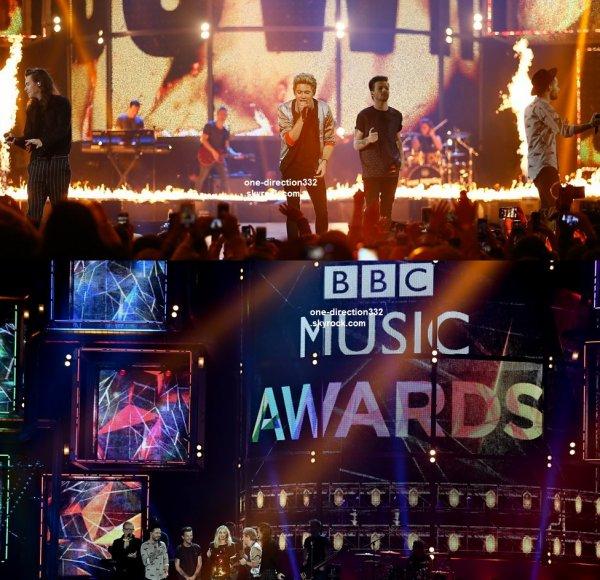 le 10 decembre 2015 - les boys ont performer aux BBC Music Awards à Birmingham