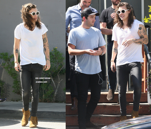 Le 16 mars 2016 : Harry de sortie dans Beverly Hills, à Los Angeles.