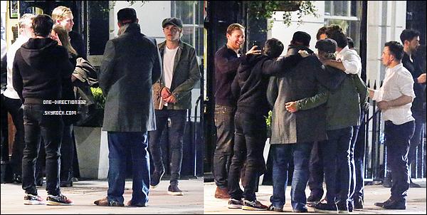 Le 21 avril 2016: Louis a été vu dans les rues de Los Angeles.