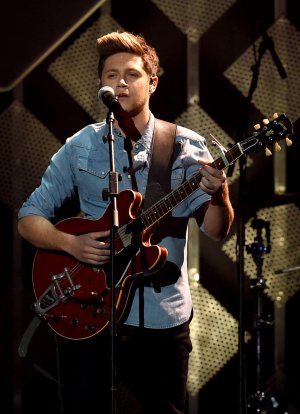 le 2 decembre -  Niall effectuer au Jingle Ball 102.7 KIIS FM à Los Angeles
