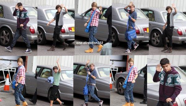 le 4 novembre 2010 - les boys arrivant au X Factor Rehearsals