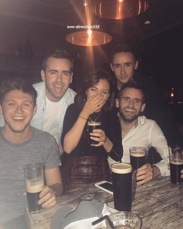 le 18 aout 2017 - niall avec des amie à londres