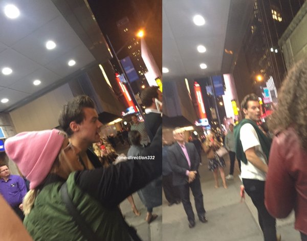 le 30 septembre 2017 - harry avec des fan à l' airport de new-york