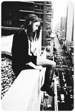 Parfois, c'est mieux d'être seul. Personne ne peut te blesser.