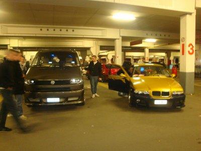 la camionnette dmon daron et la bmw dmon cousin :)