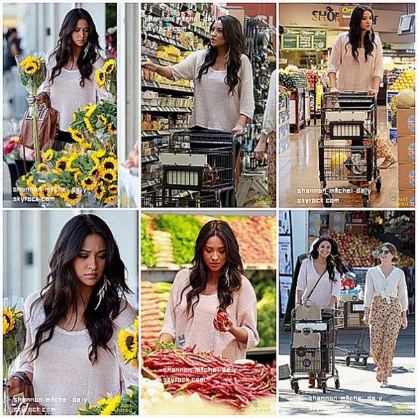 16/11/2011 : Shay à été vus avec une de ses amies faisant des courses dans un super marchée. + Shay étais avec Ashley B et Emma Roberts à un dinner chez Guess et Marie Clair. J'aime ça robe !