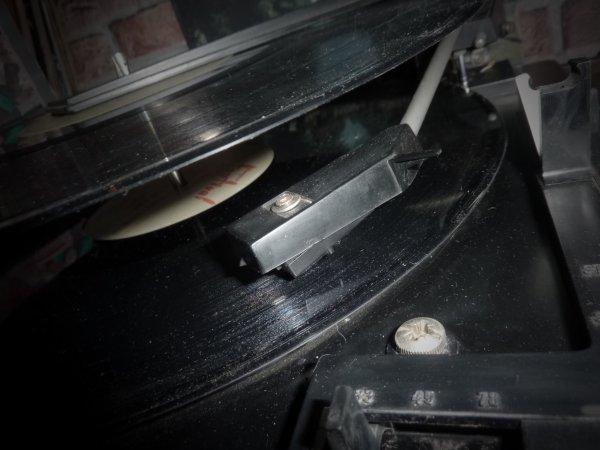 nouveau tourne disque en état de marche !!