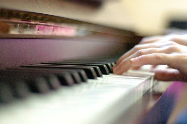 M2le-NerAa-Music