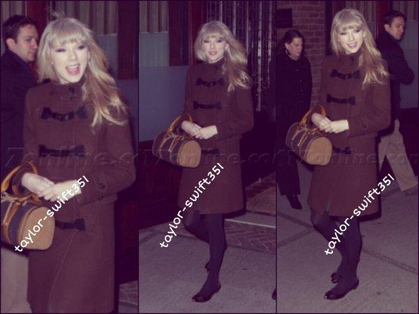 Le 9/1/2013 :  S'est déroulés le People Choice Awards  à Los Angeles.  Elle a remporté l'awards de<< l'artiste country >> et a remis l'Awards du film preférer.  Bravo Tay ' . Pour sa tenue un grand Top et vous?