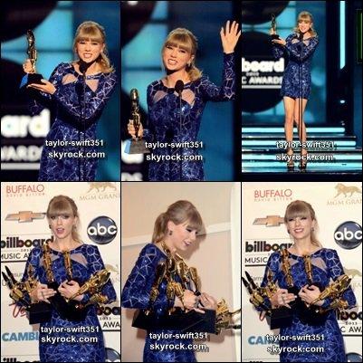 Le 20/5/2013 : Taylor était au  Billboard  Music Awards,  Taylor est l'artiste à avoir gagnée plus d'Awards          J'adore sa robe,  je trouve que Tay' est Fabuleuse et vous?          + Image du RED Tour  ICI  ,  ICI  et  ICI