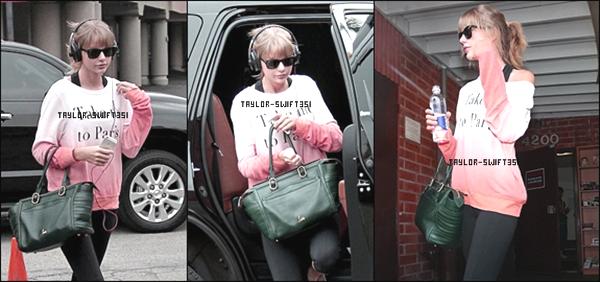 Le 25/10/2013    :   Taylor  a été aperçue sur le chemin du  Studio de Danse  .     Je lui donne un top pour sa tenue et vous ?