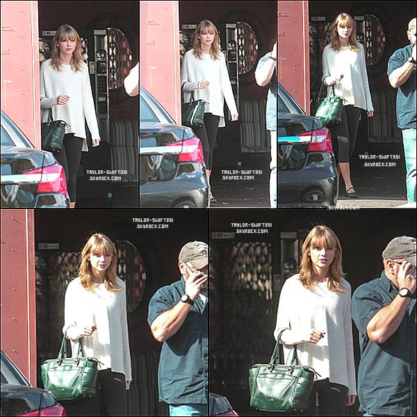 Le 29/10/2013  : Taylor sortant du  studio de danse  à  Los Angeles  .    Je lui donne un Top et vous ?