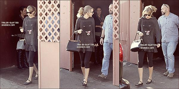 Le 21/01/2014:Taylor s'est rendue au restauranten compagnie de son amie Jaime King. Je lui donne un TOP et vous?