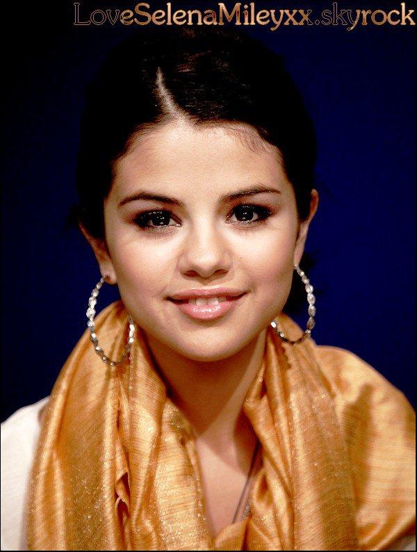 Le nouveau portrait de la belle Selena ! Qu'en pensez-vous ?