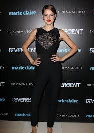Look de Shailene Woodley : Glamour en noir sur le tapis rouge de Divergente