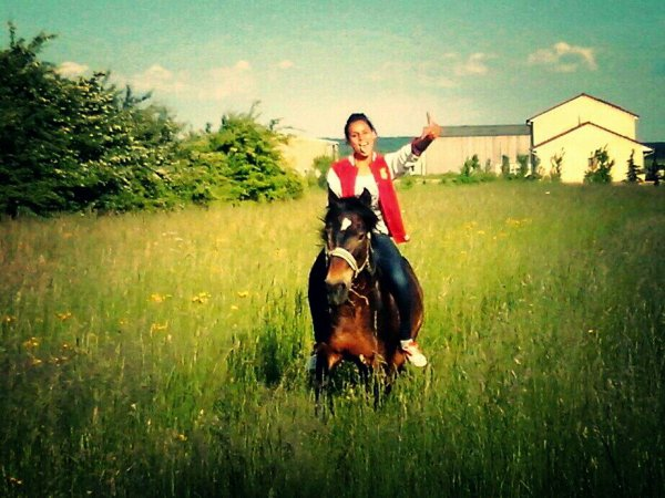 Okk maintenant les gens te traitent pcke tu fais de l'equitation, bah: