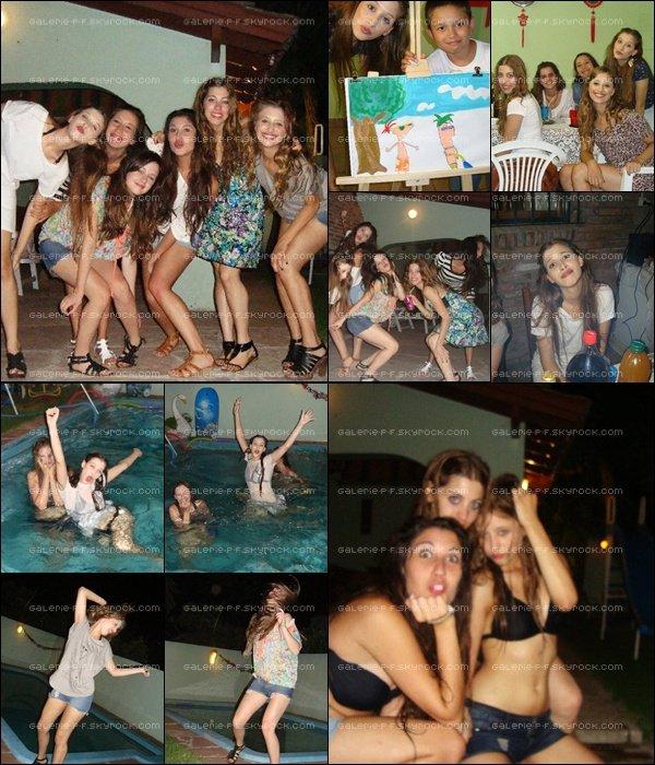 . __ Anniversaire des Jumelles fêtant avec d'autres Amies en 2011   .