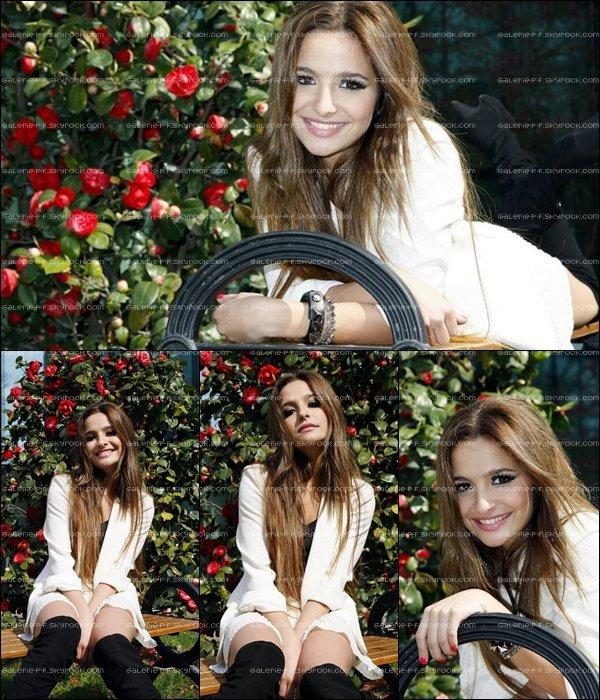 . __ Photoshoot de Brenda fait a Milan pour sa Tournée en Italie .
