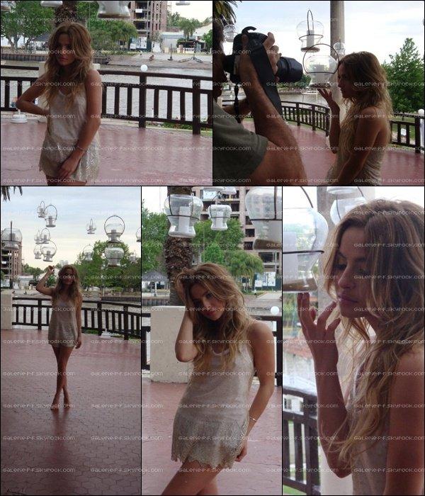 . __ Photoshoot de Brenda posant pour Gente en 2009  .