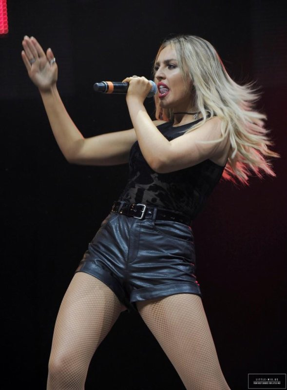 Perrie hier au summer live