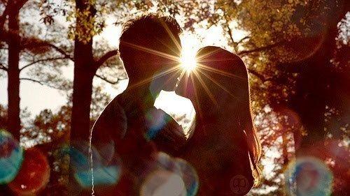 """Au début  j'avais rien compris. Et puis t'es arrivée comme une fleur, tu m'as souris et tu m'as expliqué. Et j'ai fini par comprendre ce que tu voulais dire par """"Je T'aime""""."""