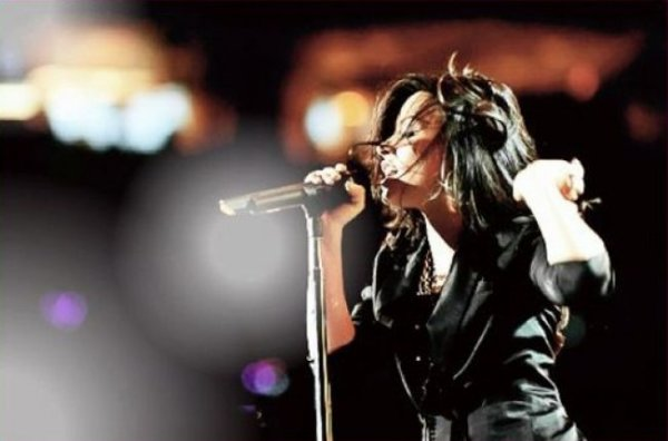 DEMI LOVATO : NOUVELLE PHOTO, NOUVELLE VIE !