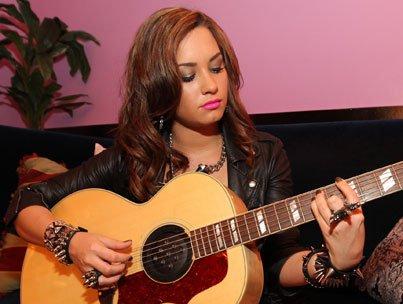 """Demi Lovato se confit sur ses projets musicaux : """"enregistrer un album est thérapeutique !"""""""
